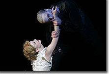 Chandfra Kuykendall as Lucy Westenra and John Henry Reid as Count Dracula