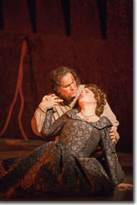 Avgust Amonov as Manrico and Michele Capalbo as Leonora