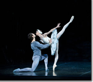 Alexei Tyukov as Prince Siegried and Maria Mosina as Odette